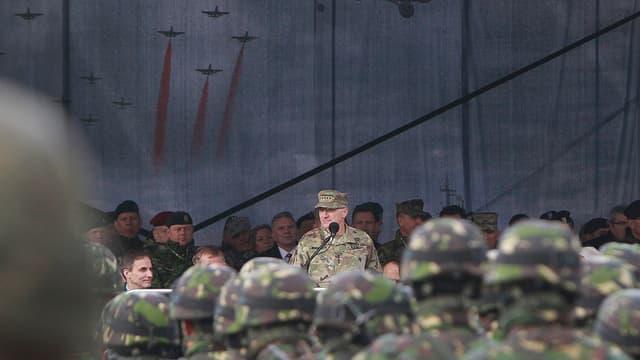 Kommandant spricht in Polen zu Nato-Truppen