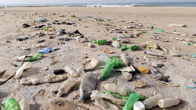 rument da plastic sper la mar