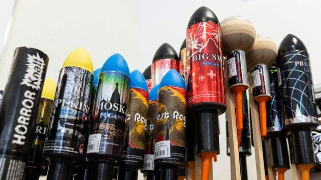 Diverse Feuerwerks-Raketen.