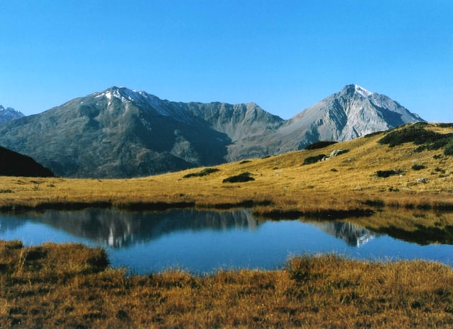 Svizras e Svizers prefereschan uonn il lag empè da la mar - u meglierdetg: vacanzas en Svizra empe da vacanzas en l'exteriur.