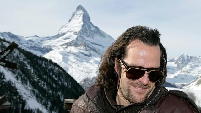 Künstler Julen vor Matterhorn