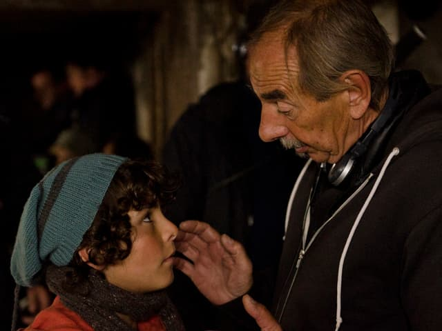 Hauptdarsteller Jonas Kaufmann kriegt auf dem Set Anweisungen von Regisseur Xavier Koller.