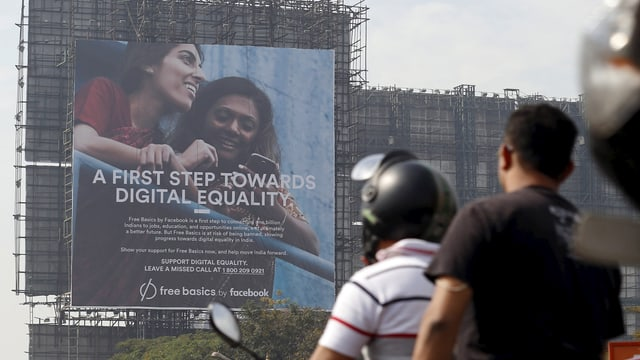 """""""A First Step Towards Digital Equality"""" bewirbt Facebook seine """"Free Basics""""-Initiative in Indien."""