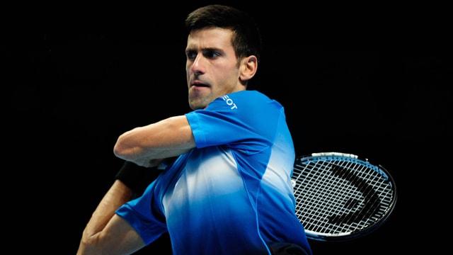 Djokovic schlägt eine Rückhand