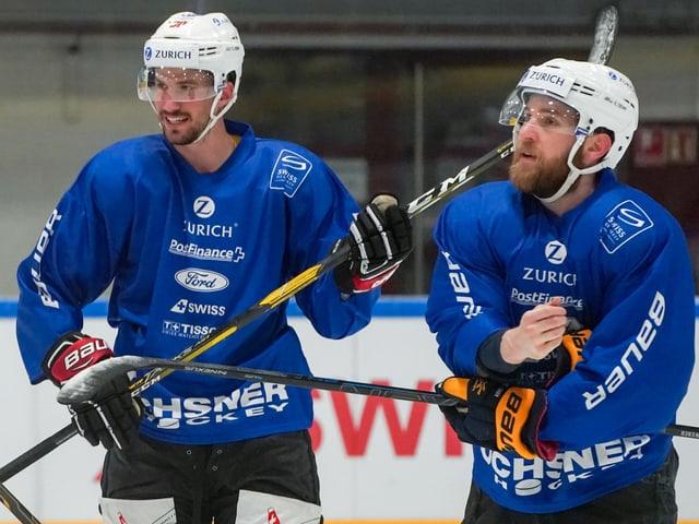 Roman Josi (links) und Yannick Weber im Training mit der Nati