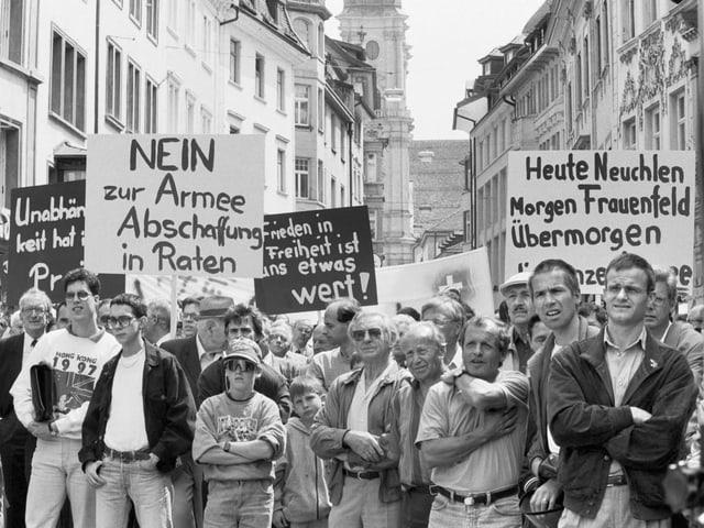 Demo gegen die Kampfjet-Beschaffung 1994 in Frauenfeld