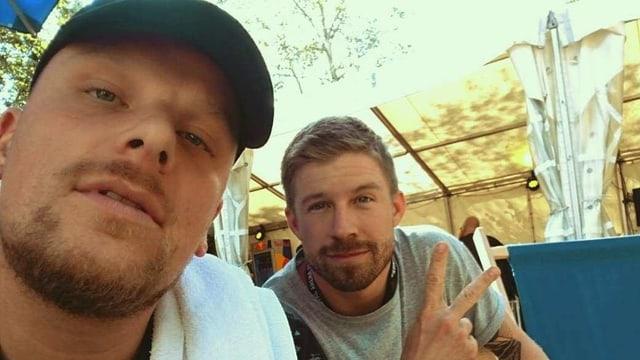 Bonez MC von der 187 Strassenbande schiesst ein Selfie