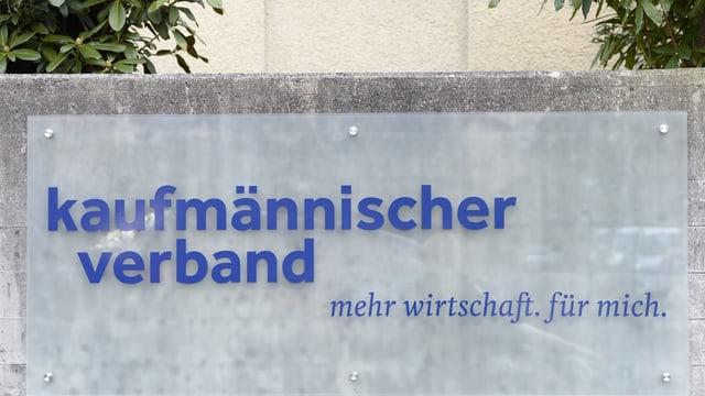 Schild des Kaufmännischen Verbands in Zürich.
