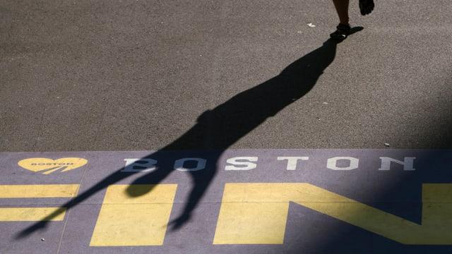 Eine Ziellinie des Boston-Marathons