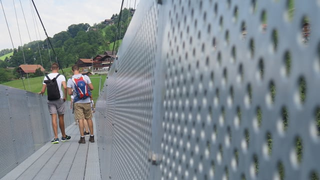 Die Brücke ist sehr stabil gebaut.