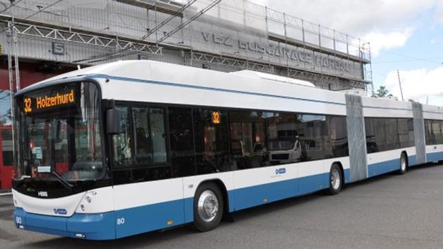 Ein neuer 25 Meter langer Doppelgelenkbus der VBZ.