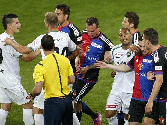 Szenen aus der Partie Basel vs. St. Gallen vom Mai von vor 5 Jahren.