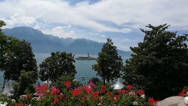 Blick von Montreux über den Genfersee in Richtung Evian.