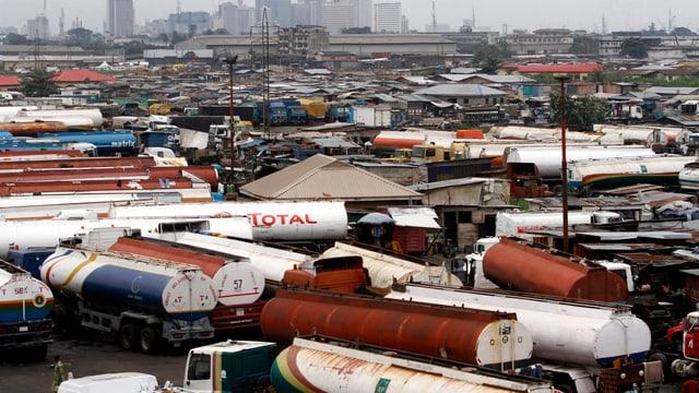 Truckparkplatz in Nigerias grösster Stadt Lagos