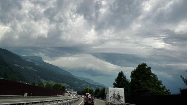 Gewitterwolken bei Mels.