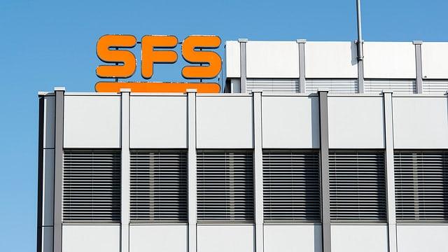 In bajetg grisch cun il logo SFS oransch.