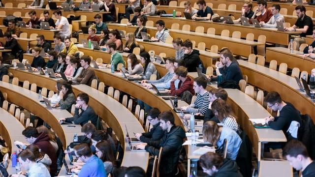 Immer mehr Studierende an der HSG: Rund 8'600 Studentinnen und Studenten haben sich für das Herbstsemesters in St. Gallen eingeschrieben.