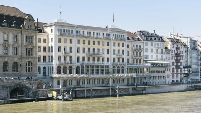 Blick auf das Hotel Les trois rois in Basel.