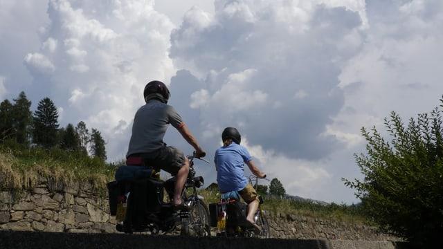 Video ««SRF bi de Lüt – Töfflibuebe» (4): Zwei Appenzeller in «Bella Italia»» abspielen