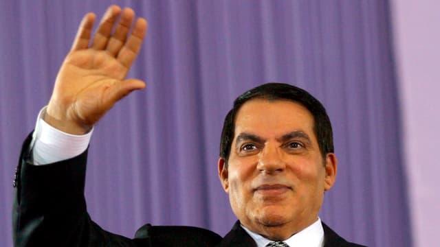 Der ehemalige tunesische Machthaber Ben Ali winkt