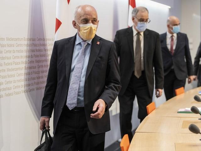 Ueli Maurer, Guy Parmelin und Alain Berset vor der Medienkonferenz des Bundesrats