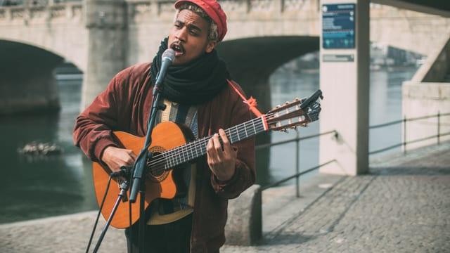 Frank Powers: Dino Brandao aus Brugg macht den musikalischen Auftakt.