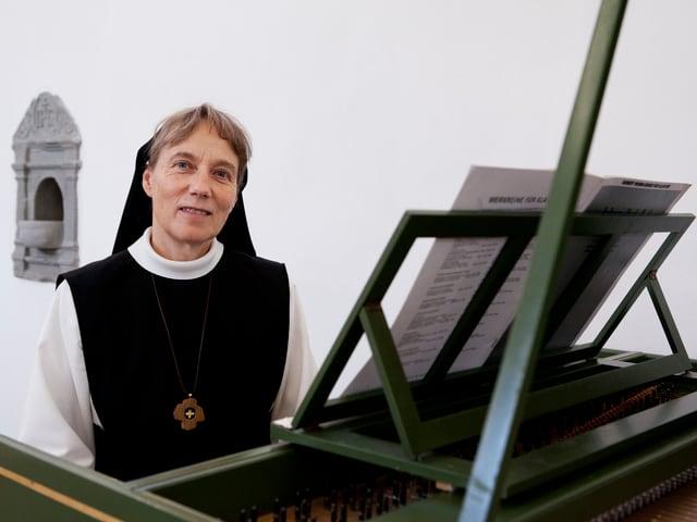 Monika Thumm am Cembalo.