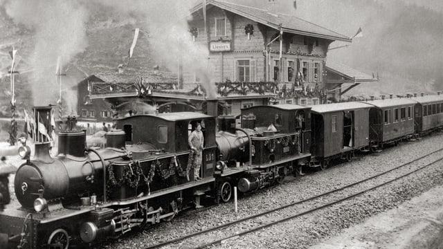 Il tren d'inauguraziun tar ses arriv a Claustra l'onn 1889