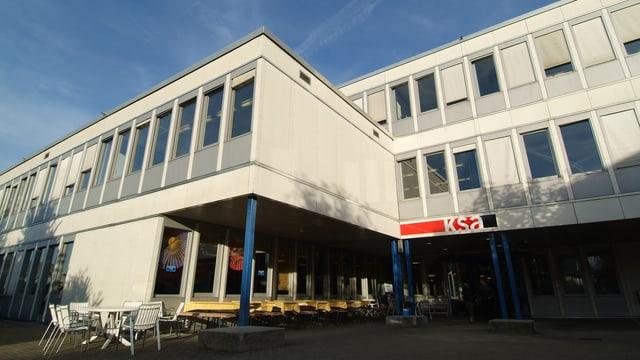 Die Mittelschule in Pfäffikon.