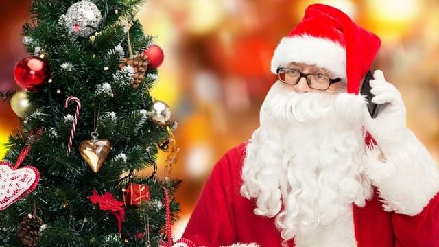 Weihnachtsmann telefoniert.