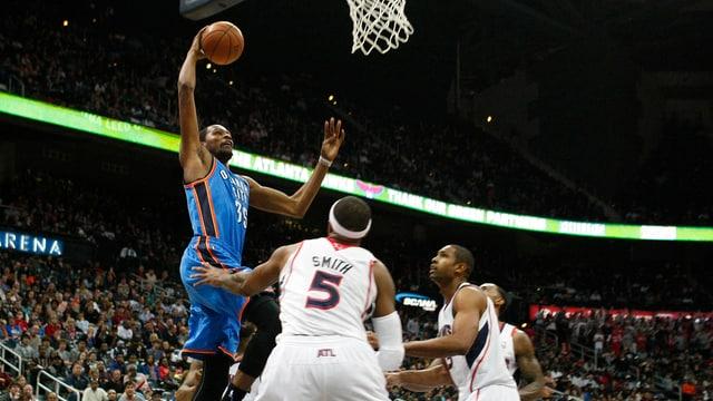 Oklahoma (links Kevin Durant) ist in der NBA derzeit das Mass aller Dinge.