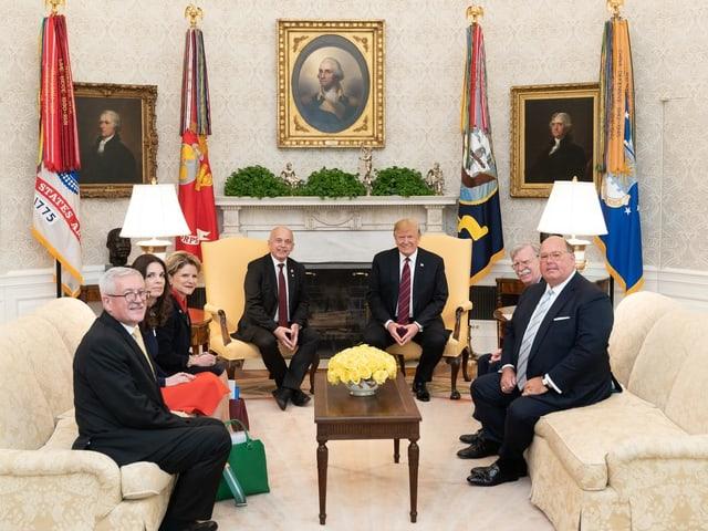 Ueli Maurer trifft Donald Trump in dessen Büro