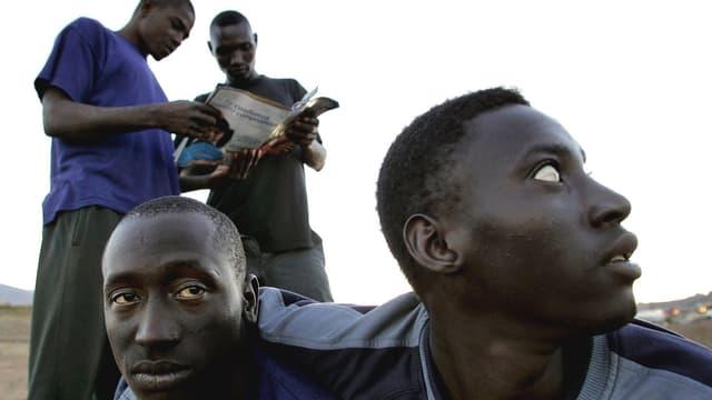 Vier Flüchtlinge aus Afrika