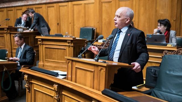 Purtret dad Ueli Maurer en il parlament.