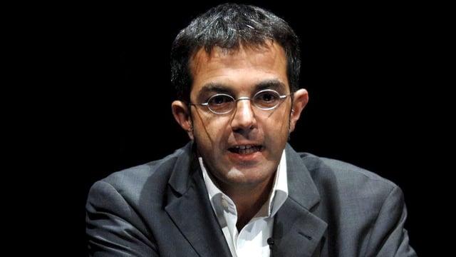 Navid Kermani bei einem Vortrag.