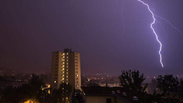 Das Gewitter über Winterthur auf dem Weg in die Linthebene.