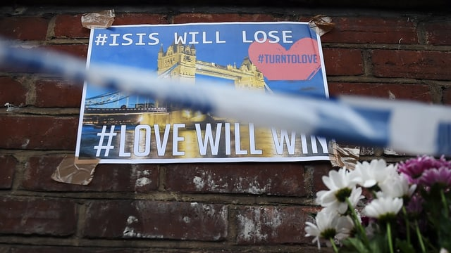 Ein Anti-IS-Poster nahe dem Tatort am Borough Market.