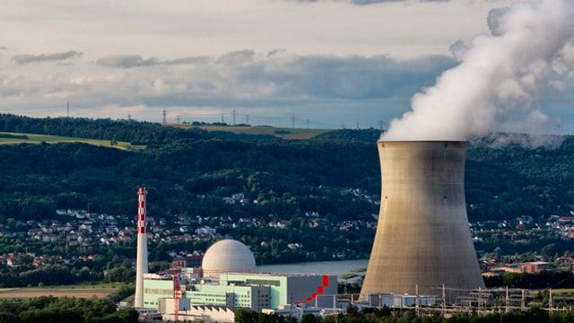 L'ovra atomara a Leibstadt en il chantun Argovia.