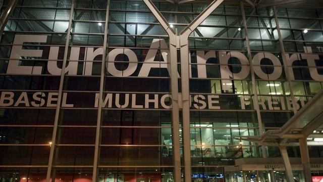 Fassade mit Schriftzug Euroairport