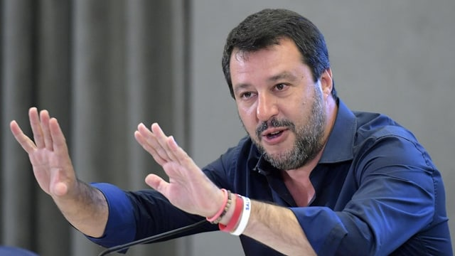 Matteo Salvini vor Mikrofon
