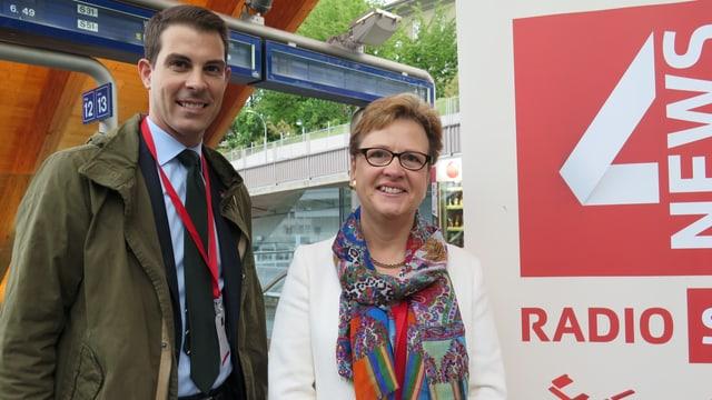 Thierry Burkart und Edith Graf-Litscher zu Gast bei SRF 4 News am Bahnhof Bern.
