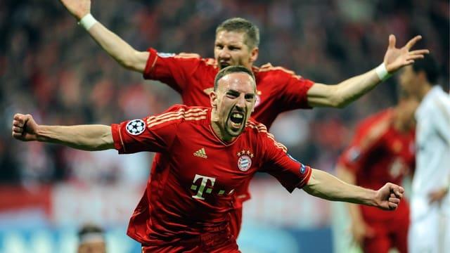 Die Bayern, hier Frankc Ribéry (vorne) und Bastian Schweinsteiger, sind derzeit nicht zu bremsen.