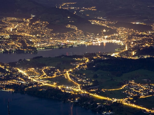 Luzern in der Nacht von oben (Fotografiert vom Rigi)
