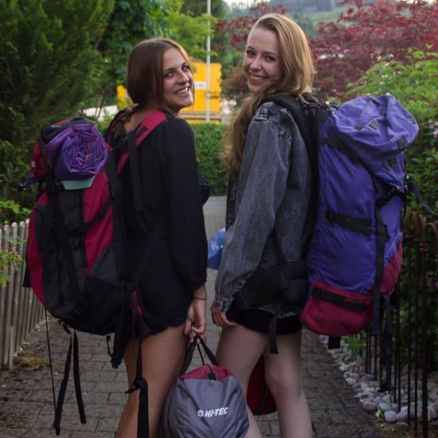 Jessica (21) und Sarah (22) aus Zürich