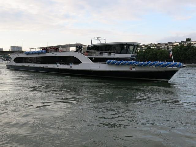 Das Schiff auf dem Rhein (gesamtansicht)