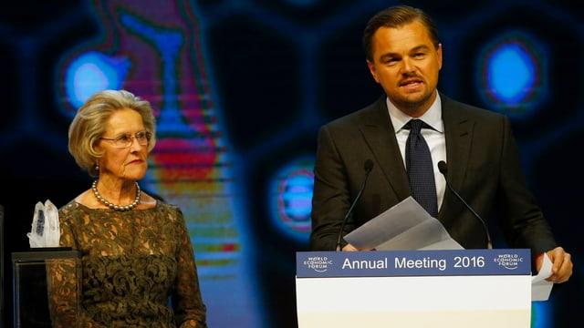 Leonardo DiCaprio hält eine Dankesrede am WEF.