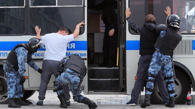 Moskau: Demonstrationen für freie Wahlen - 600 Festnahmen