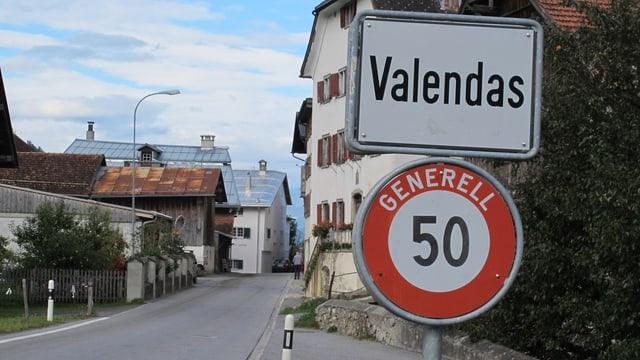 Ortstafel von Valendas.