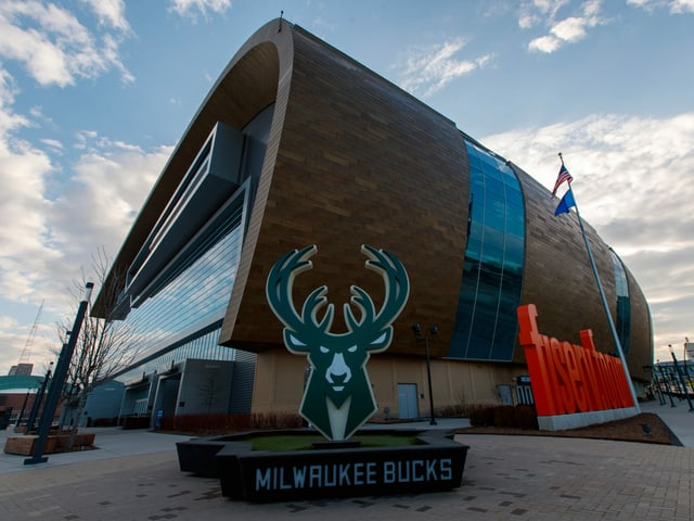 Die Bucks ziehen die Notbremse. Im Bild: Das Fiserv Forum, die Heimstätte des Basketball-Teams.
