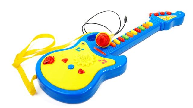 Spielzeug-Gitarre mit Mikrofon